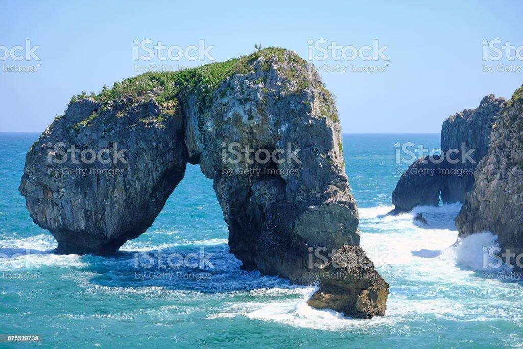Kemer şeklindeki kaya dan uçurumların müstakil royalty-free stock photo