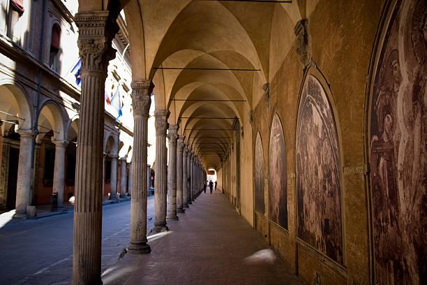 arco architettura in prospettiva, bologna, italia - milan fiorentina foto e immagini stock