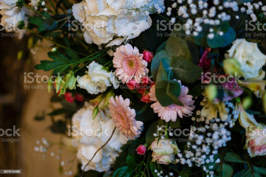 Torbogen Der Vielen Wunderschonen Blumen Hochzeit Bogen Mit