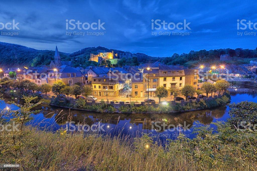 Ville d'Ardennes au crépuscule - Photo