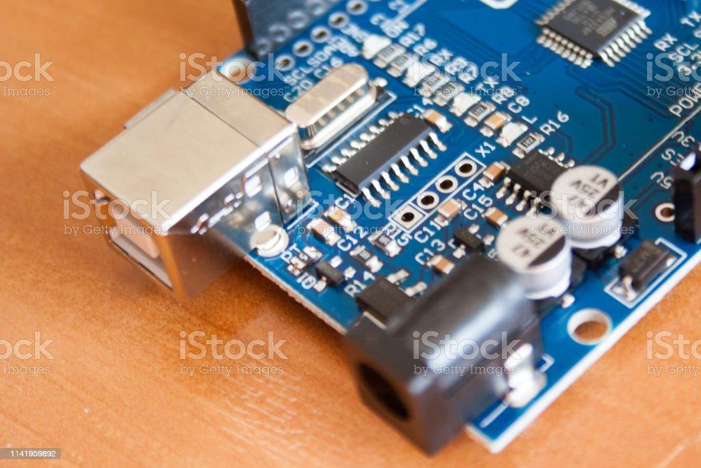 Micro controlador de placa Arduino utilizado para la construcción de dispositivos digitales - foto de stock