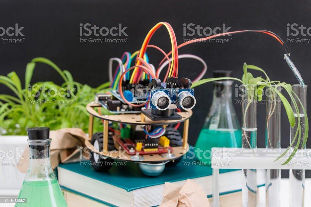 Robot de Arduino STEM. - foto de stock