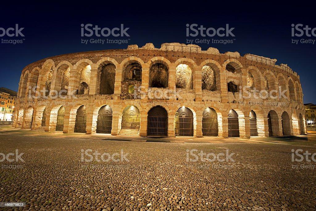 Arena di Verona-Italia di notte - foto stock