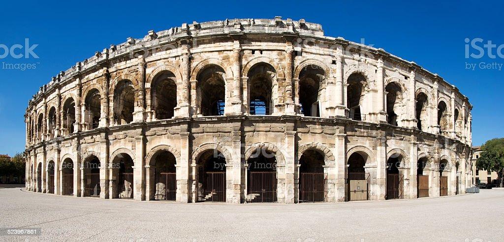 Arena des Hochgeschwindigkeitszugs Süd bis Nîmes – Foto