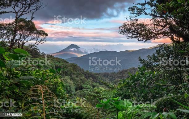 Arenal Volcano Costa Rica — стоковые фотографии и другие картинки Без людей