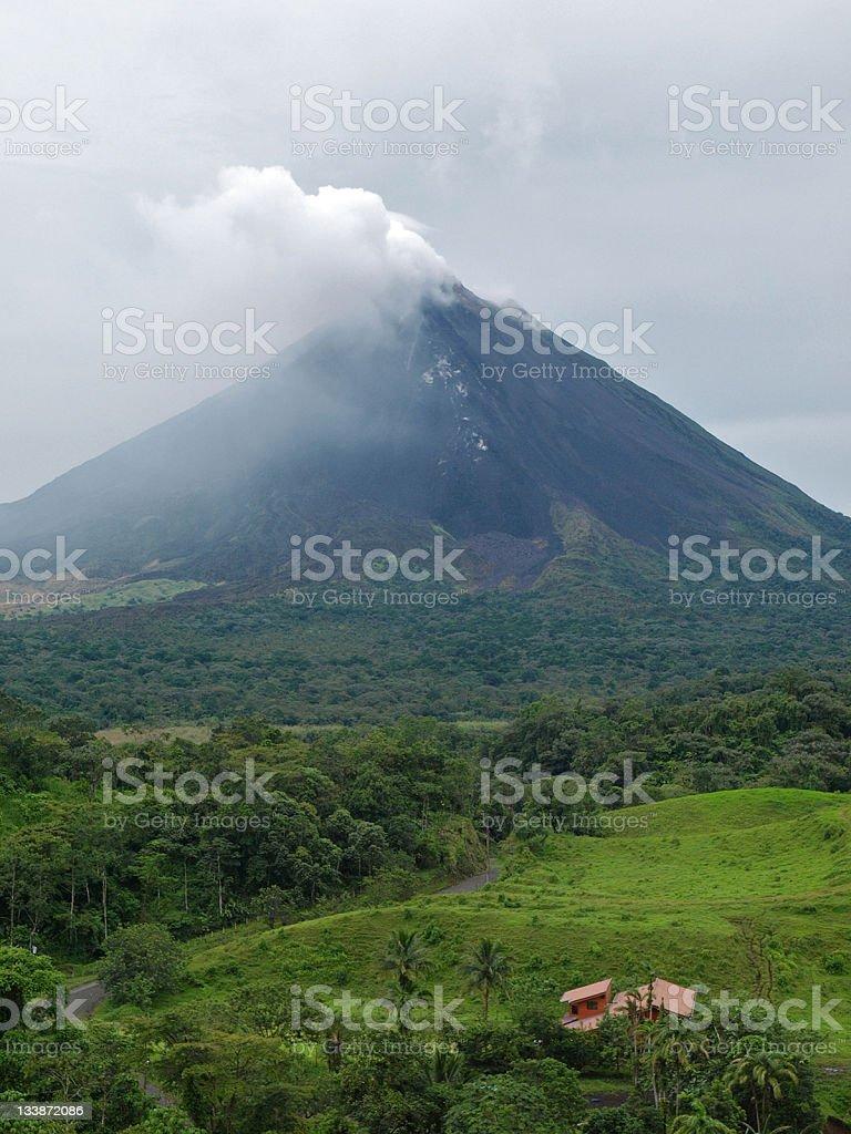 Trovare Lavoro In Costa Rica arenal costa rica - fotografie stock e altre immagini di