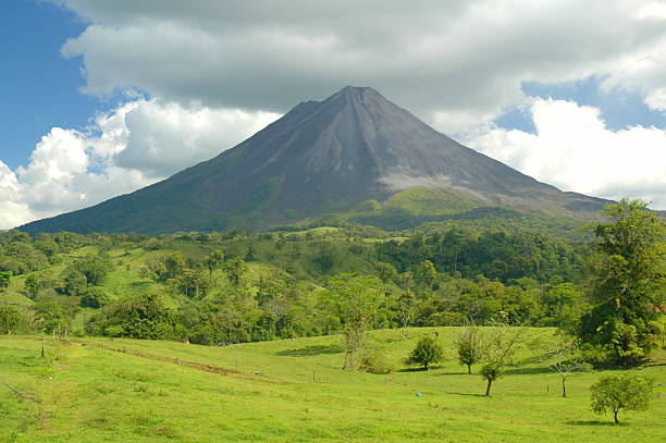 Arenal volcano Costa Rica. The majestic and enchanting classically shaped active volcano of Arenal in Costa Rica cannot fail to inspire awe and respect in all those who ponder the vista before their eyes. arenal volcano stock pictures, royalty-free photos & images