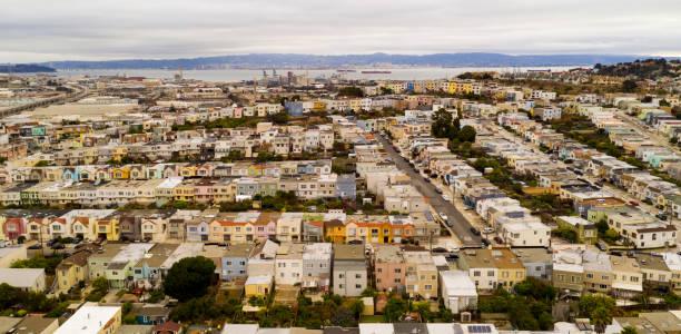 arerial ansicht reihe häuser, straßen und viertel von south san francisco kalifornien - süd kalifornien stock-fotos und bilder