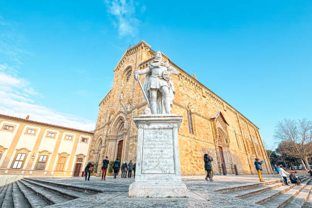 Arezzo Cathedral (Cattedrale di Ss. Donato e Pietro) Arezzo Cathedral (Cattedrale di Ss. Donato e Pietro). It's a Roman Catholic cathedral in the city of Arezzo in Tuscany, Italy. It is located on the site of a pre-existing Palaeo-Christian church and, perhaps, of the ancient city's acropolis. arezzo stock pictures, royalty-free photos & images