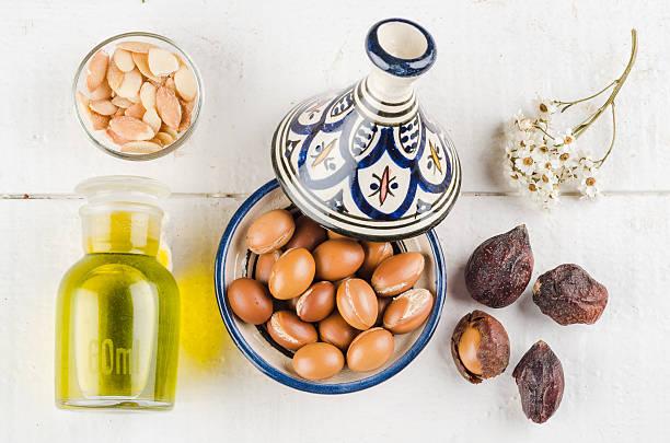 Frutti di Argan in tajine marocchino - foto stock