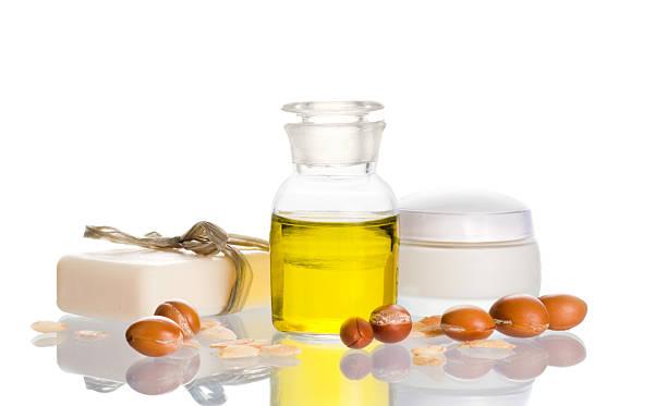 Argan-Öl mit kosmetischen Produkte und Obst – Foto