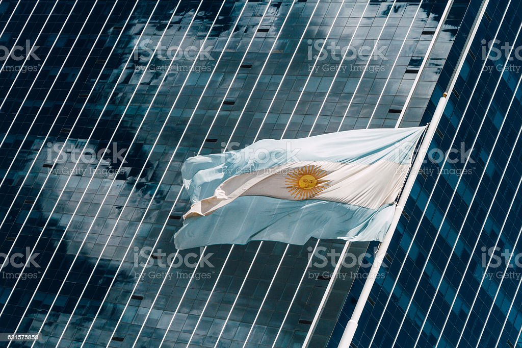 Argentina flag flying in front of an office building - foto de acervo
