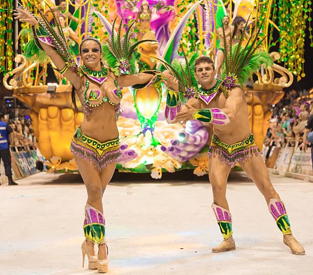dançarina argentina gualeguaychú casal dançando no carnaval de samba - belas mulheres argentina - fotografias e filmes do acervo