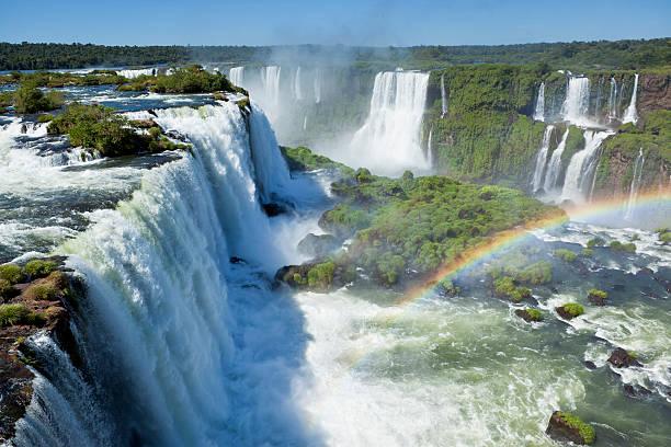 Argentinien, Iguazu Wasserfälle Garganta del Diablo mit Regenbogen – Foto