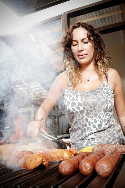 churrasco argentino - belas mulheres argentina - fotografias e filmes do acervo