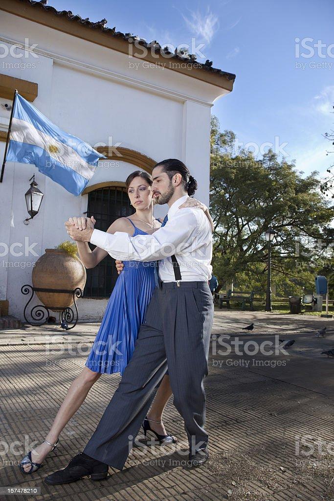 Argentina casal dançando tango em Buenos Aires - foto de acervo