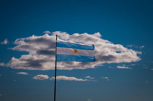 Bandera argentina en el cielo con luces nube - foto de stock