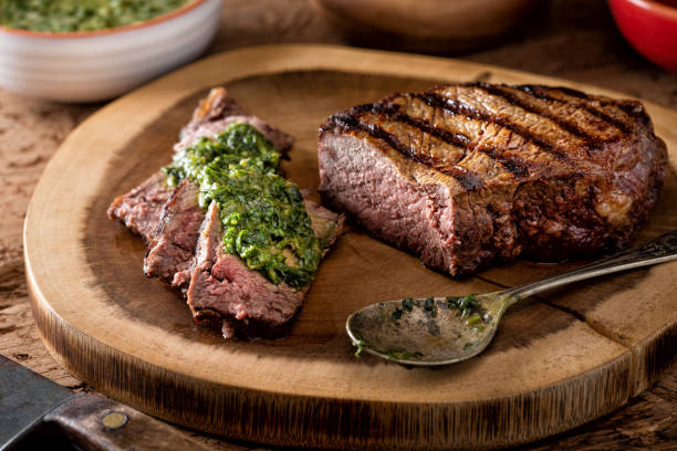 style argentin steak sauce chimichurri - argentine photos et images de collection