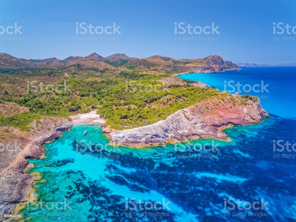 Arial View of Cala des Matzoc on norhteast coast on Spanish Balearic island of Majorca / Spain - foto stock