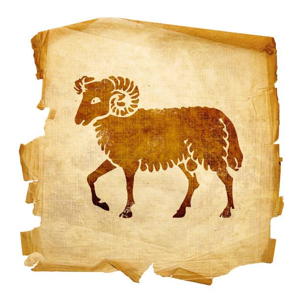 Widder zodiac alt, isoliert auf weißem Hintergrund. – Foto