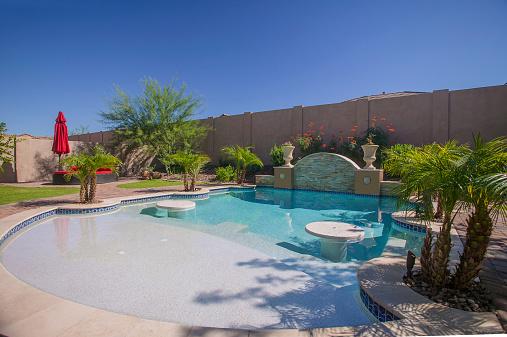 istock Arizona Luxury Entertaining Pool 517322589