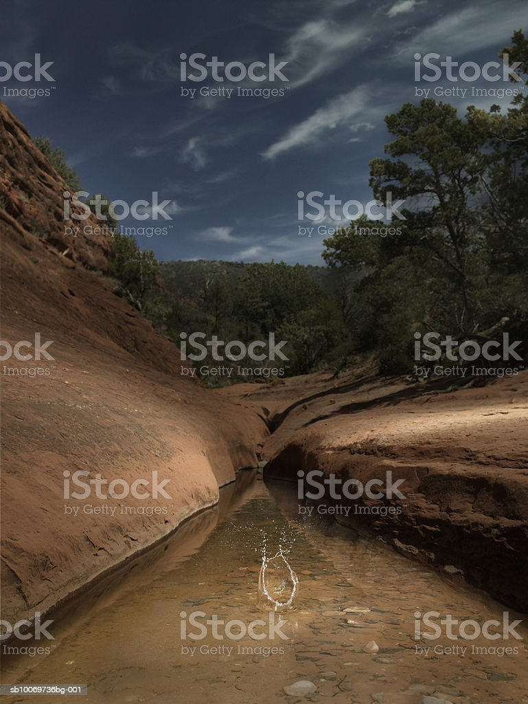 USA, Arizona, Sedona, Water splash in lake 免版稅 stock photo