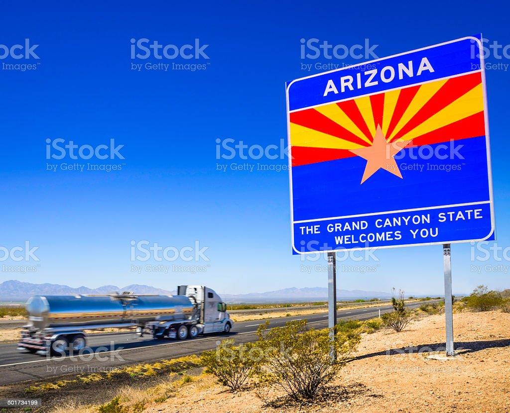 Arizona State line bem-vindo a estrada sinal-Navio-tanque - foto de acervo