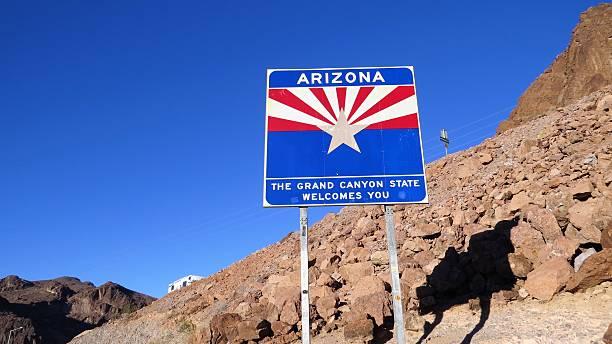 arizona state line welcome sign - arizona highway signs stockfoto's en -beelden