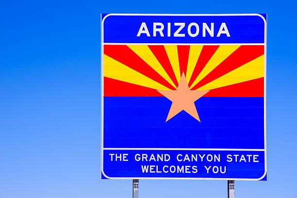 Arizona State Sinal de boas-vindas na highway-céu azul - foto de acervo