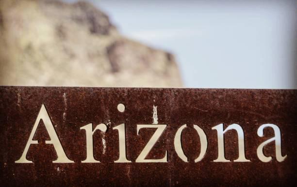 arizona stijl - arizona highway signs stockfoto's en -beelden
