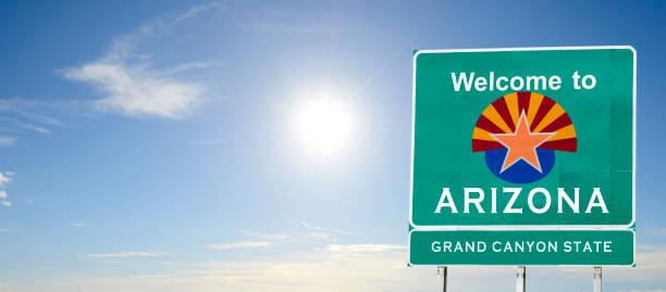 arizona, welkom verkeersbord - arizona highway signs stockfoto's en -beelden
