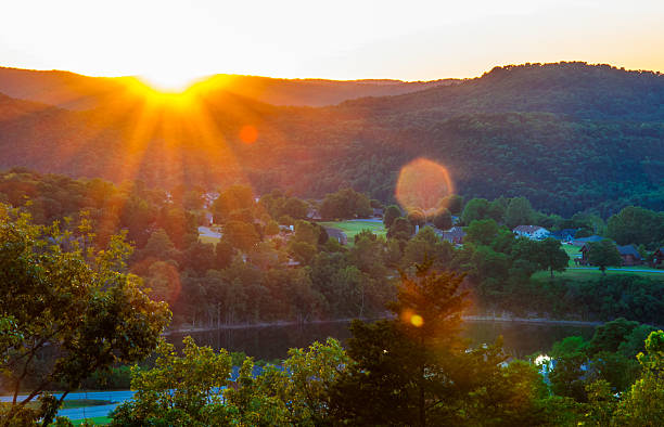 Arkansas Sunset Sunrise Sunrays Eureka Springs Arkansas Sunset Sunrise Sunrays Eureka Springs an amazing dramatic display of light as the sun sets behind the lakes of the Ozark Mountains  national forest stock pictures, royalty-free photos & images
