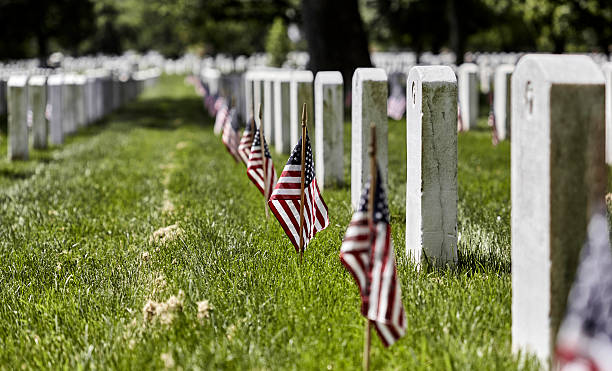 arlington national cemetery on memorial day - arlington national cemetery stock pictures, royalty-free photos & images
