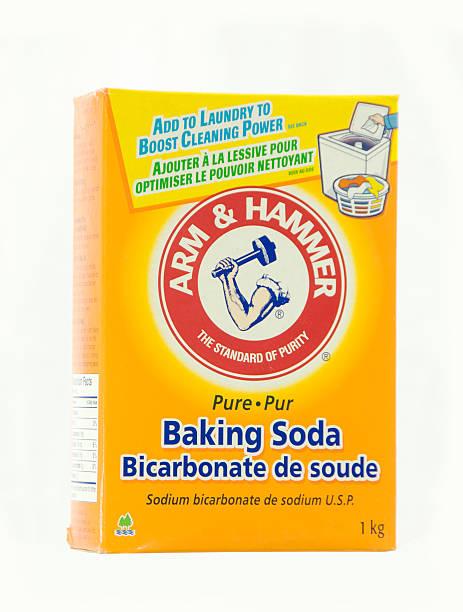 Brazo y martillo de bicarbonato de sodio - foto de stock