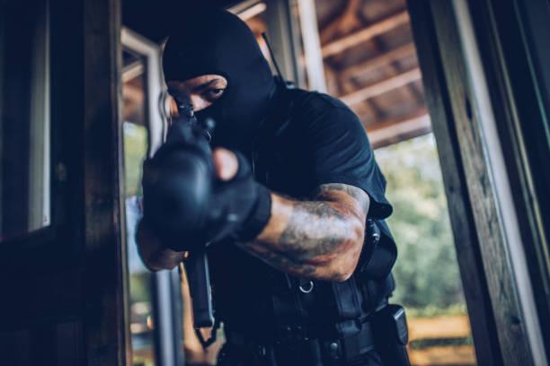 bewaffneter mann mit einer pistole - wächter tattoo stock-fotos und bilder