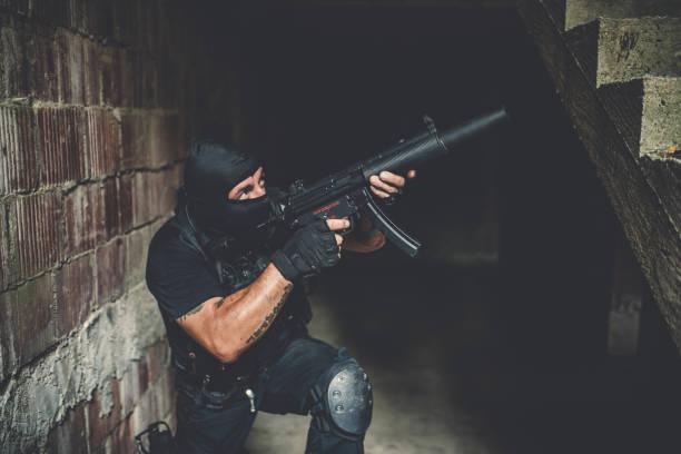 bewaffneten militärischen kerl - wächter tattoo stock-fotos und bilder