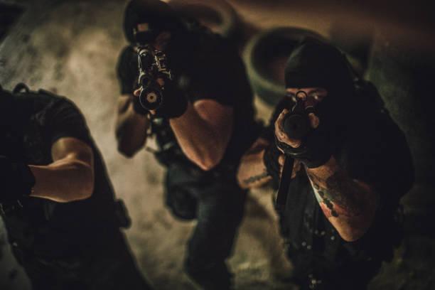 bewaffneten team mit dem ziel - wächter tattoo stock-fotos und bilder