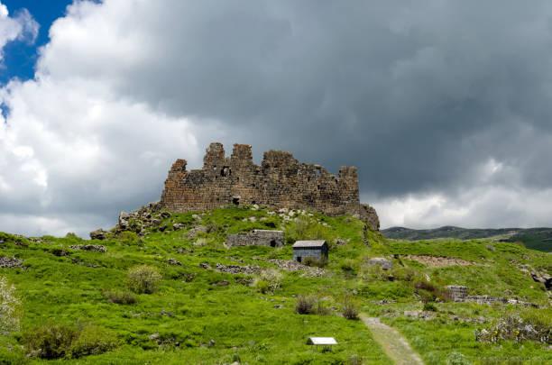 forteresse arménien amberd - convexe photos et images de collection