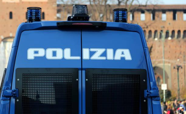 Panzerfahrzeug mit Text POLIZIA, das bedeutet POLICE in Italienisch l – Foto
