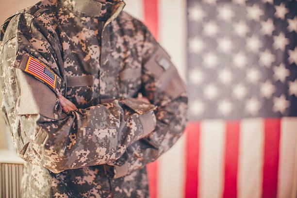 army mann - militäruniform stock-fotos und bilder