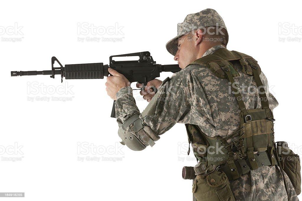 Fotografía de Soldado Con Un Arma Apuntando y más banco de imágenes ...