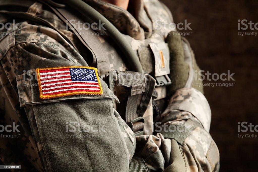 Soldado do exército na Universal uniforme de Camuflagem - foto de acervo