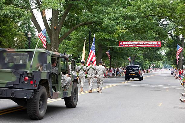 armia ciężarowych dnia 4 lipca parade - memorial day zdjęcia i obrazy z banku zdjęć