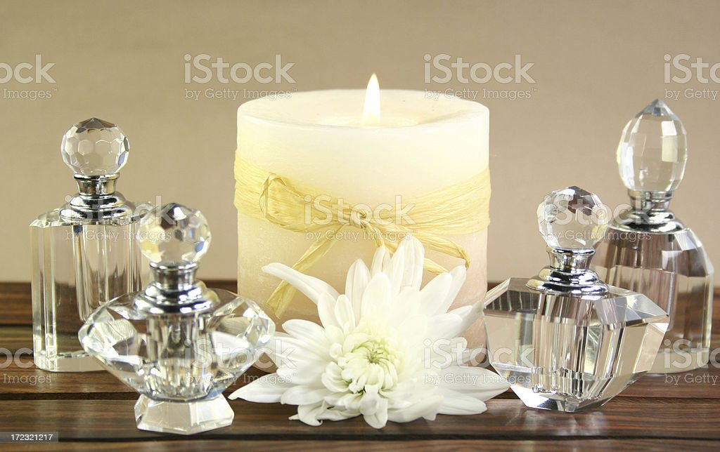 aromatherapy bottles and daisy - Royalty-free Alternative Medicine Stock Photo