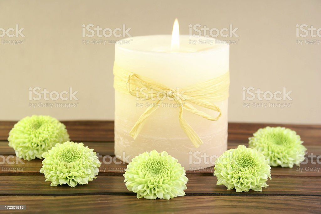 aromatherapy candle and flowers - Royalty-free Alternative Medicine Stock Photo
