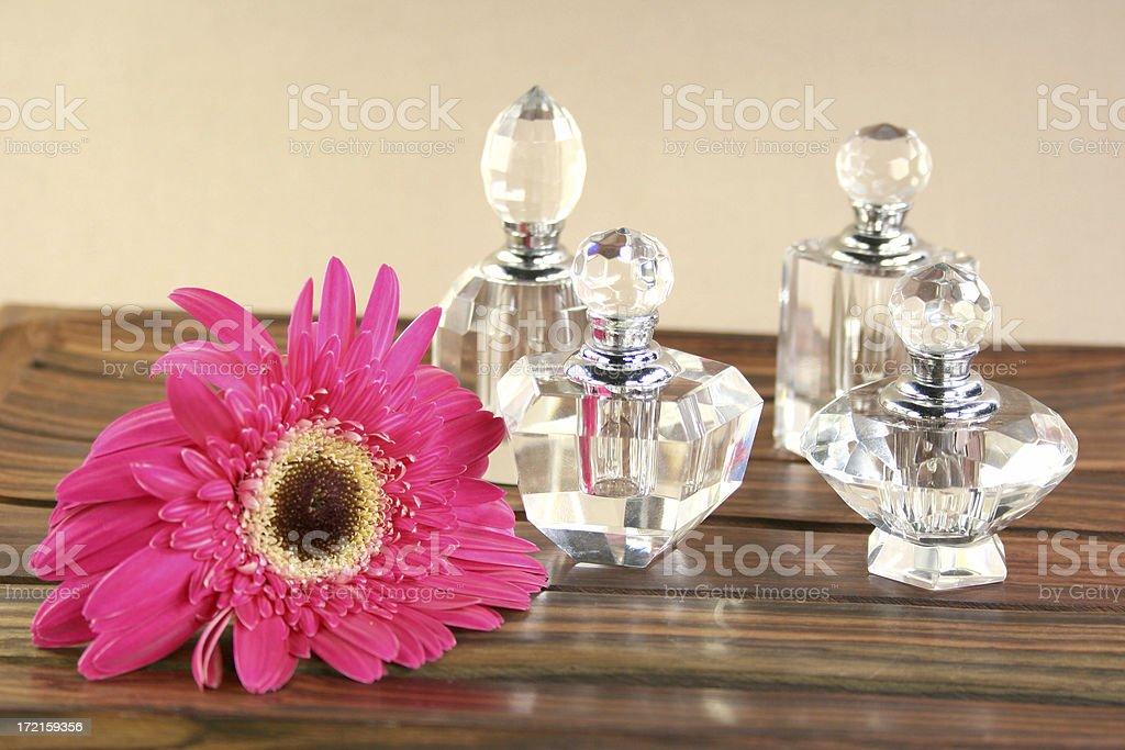 aromatherapy crystal perfume bottles & pink daisy - Royalty-free Alternative Medicine Stock Photo