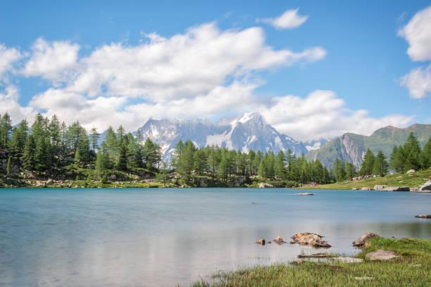 Arpy See, Monte Bianco (Mont Blanc) im Hintergrund, Nationalpark Gran Paradiso, Aosta-Tal in den Alpen, Italien – Foto