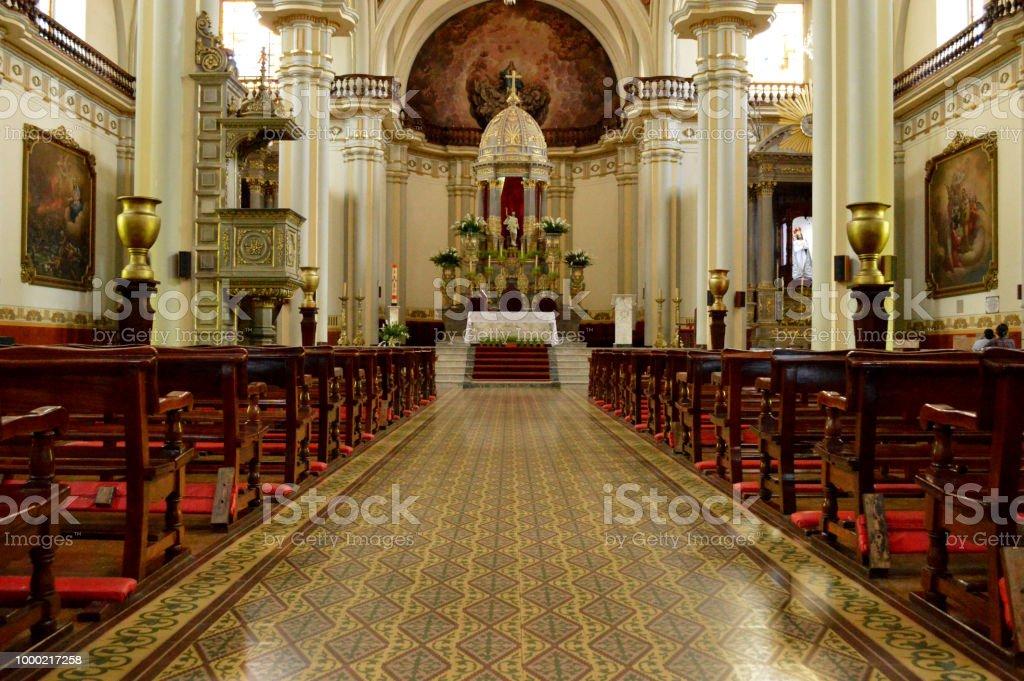 Arquitectura de una iglesia / templo por dentro stock photo