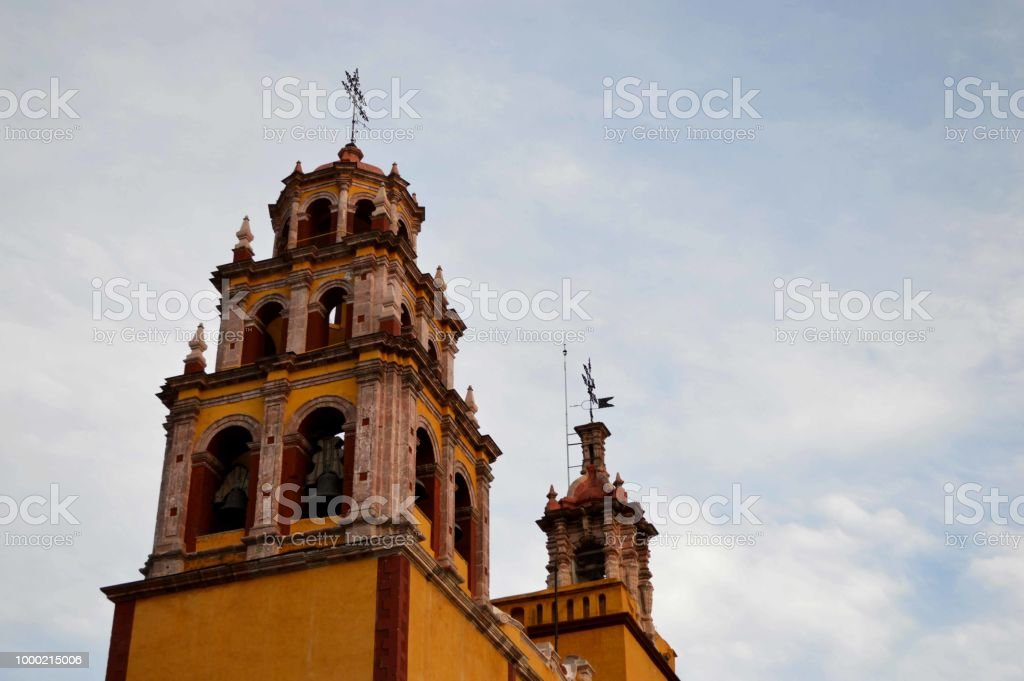 Arquitectura de una iglesia / templo por el exterior. Basílica de Nuestra Señora de Guanajuato stock photo