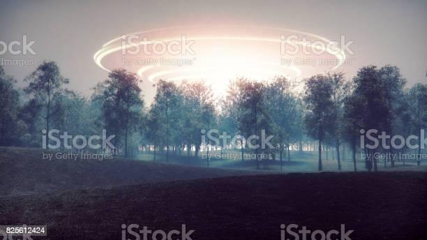 Arrival of mysterious alien spaceship picture id825612424?b=1&k=6&m=825612424&s=612x612&h= 1rizqsvfy6rqxucumq99xltfld37kuparickdwjr9q=